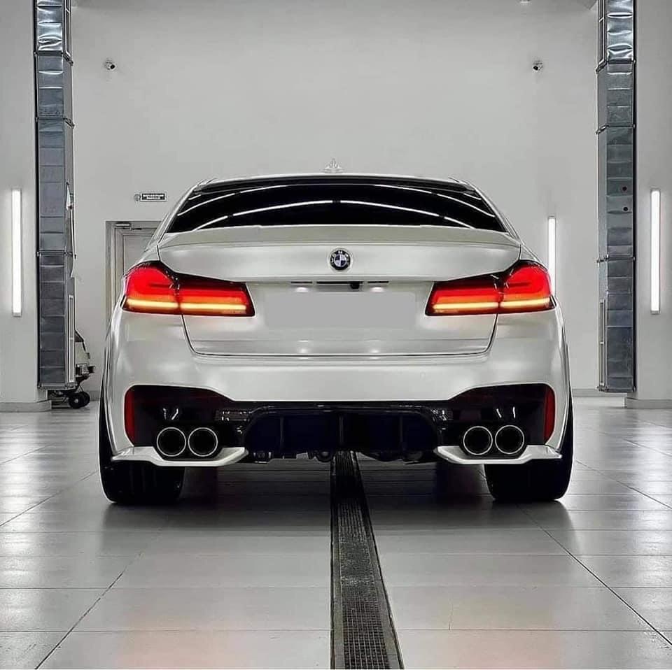 Dán Đổi Màu Xe BMW Trắng Bóng Mờ
