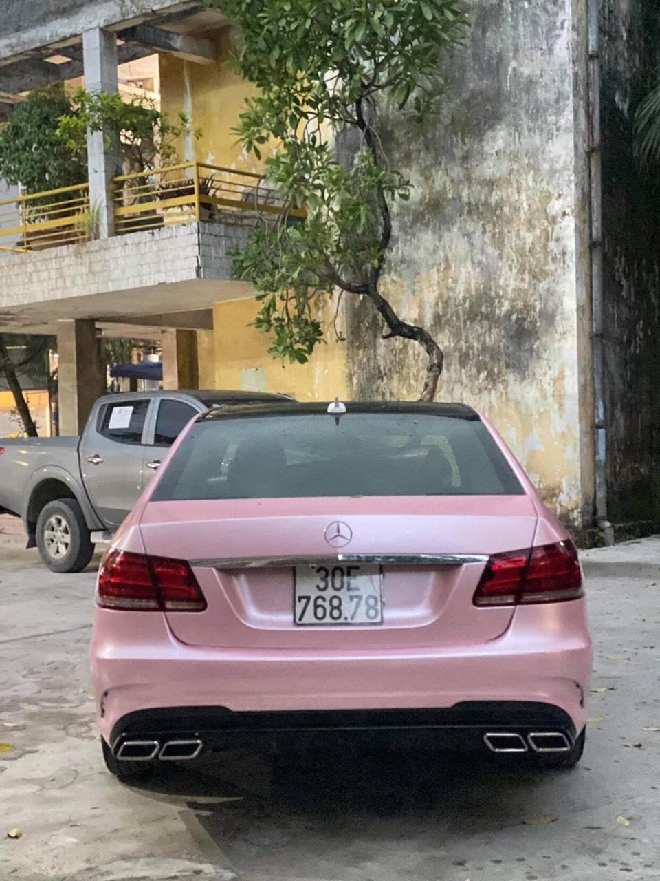 Dán Đổi Màu Xe Mercedes E250 Màu Hường